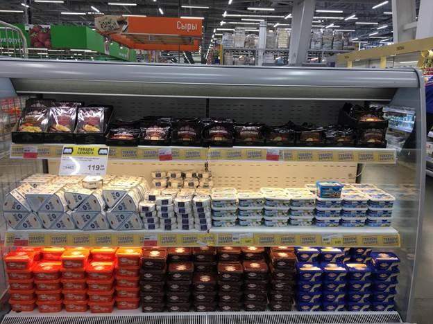 Сырная полка в гипермаркете